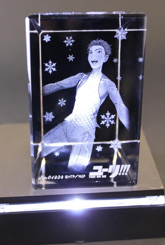 ユーリ!!! on ICE  3Dクリスタルアート  勝生勇利 台座付き